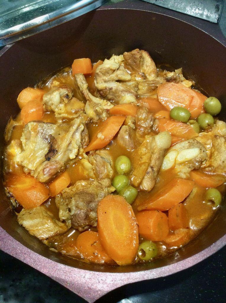 sauté de veau aux carottes et aux olives
