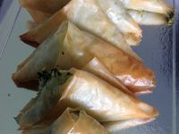 samoussas aux feuilles de courgette et fêta